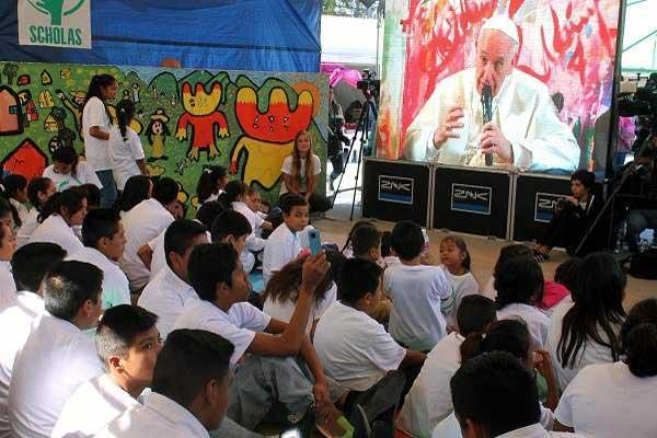 البابا يأسف لفشل تزويد الشباب بأدوات مادية وثقافية يحتاجونها لمواجهة المستقبل