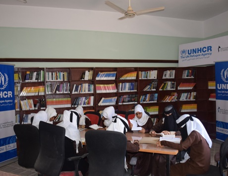 دبي تتبرع بالكتب لطلاب اليمن