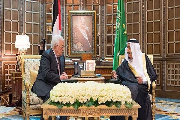 العاهل السعودي الملك سلمان والرئيس الفلسطيني محمود عباس خلال جلسة المباحثات