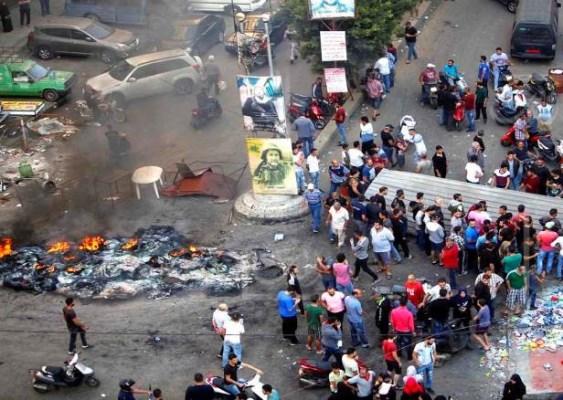 جانب من الاحتجاجات التي أعقبت هدم المحلات في الضاحية الجنوبية لبيروت