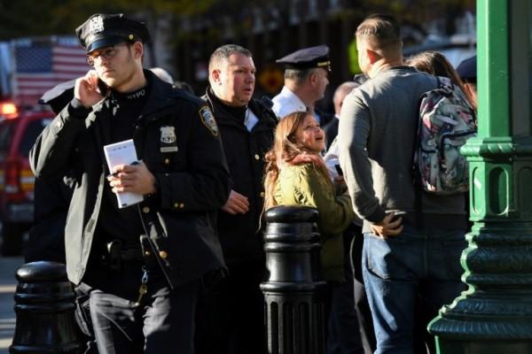 عناصر من الشرطة قرب مكان الحادث في نيويورك
