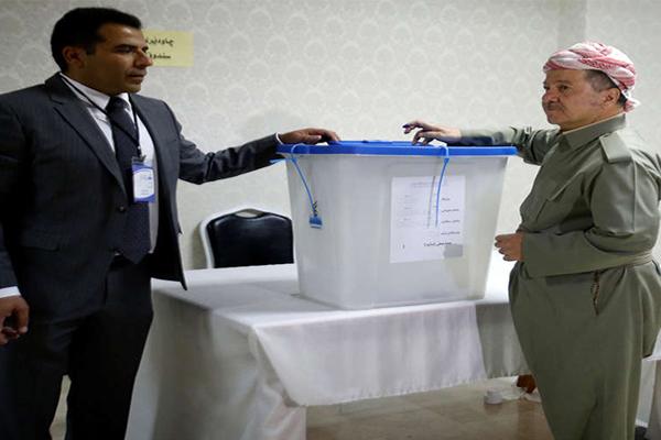 بارزاني يدلي بصوته في استفتاء الانفصال