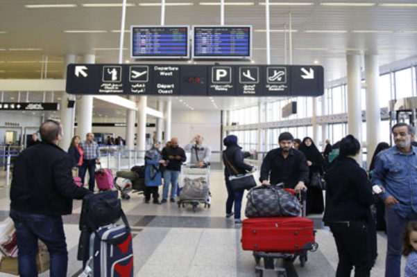 مسافرون في مطار بيروت