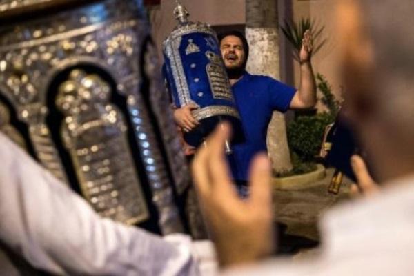 صورة ارشيفية لطقوس عيد المظال (سوكوت) اليهودي في كنيس بمدينة مراكش في المغرب