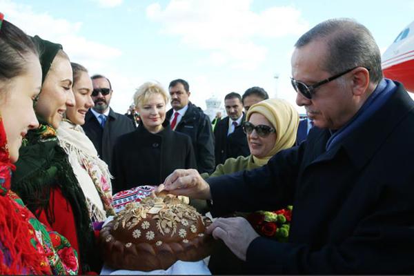 جانب من استقبال اردوغان في كييف