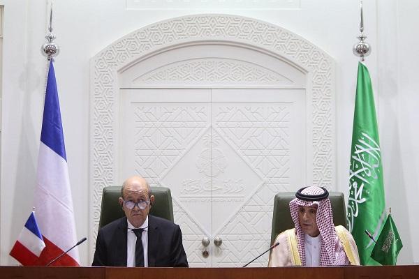 وزيرا الخارجية السعودي عادل الجبير والفرنسي لودريان خلال المؤتمر الصحافي