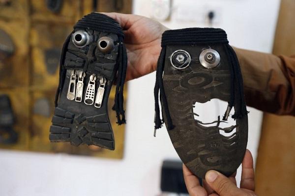 الأحذية والنفايات تتحول إلى
