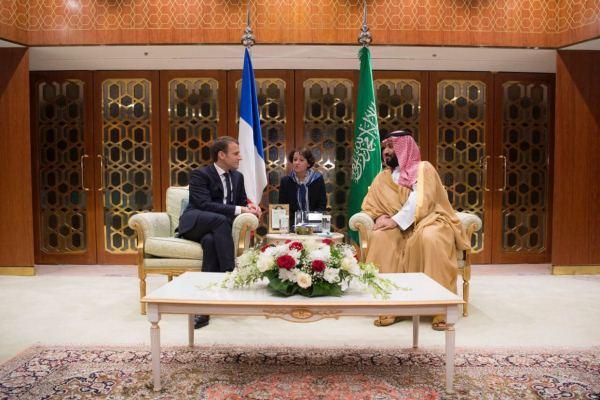 الأمير محمد بن سلمان مستقبلا ماكرون