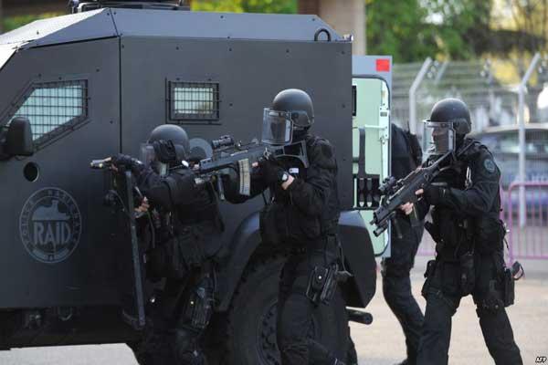 عناصر من الشرطة الفرنسية في تولوز