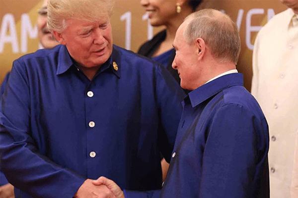 وربَت ترمب على كتف بوتين!