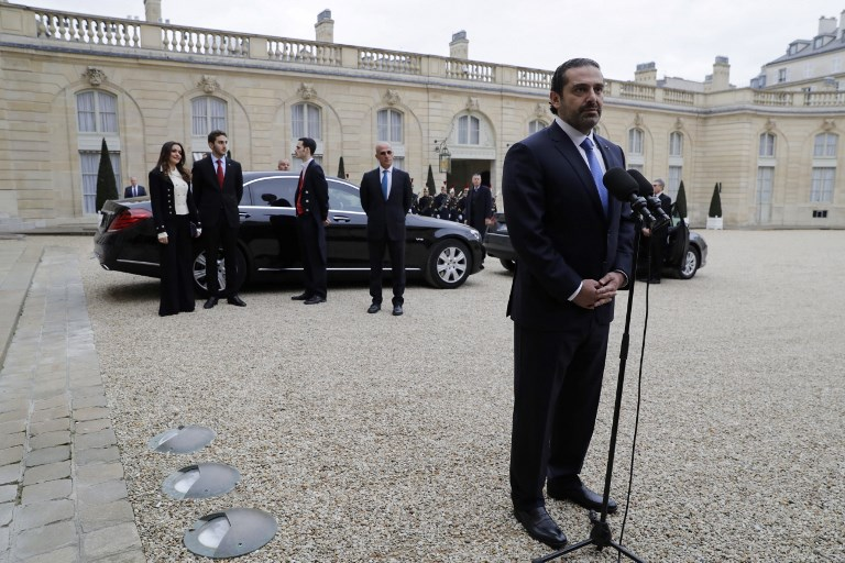 سعد الحريري متحدثا إلى الصحافيين في باريس
