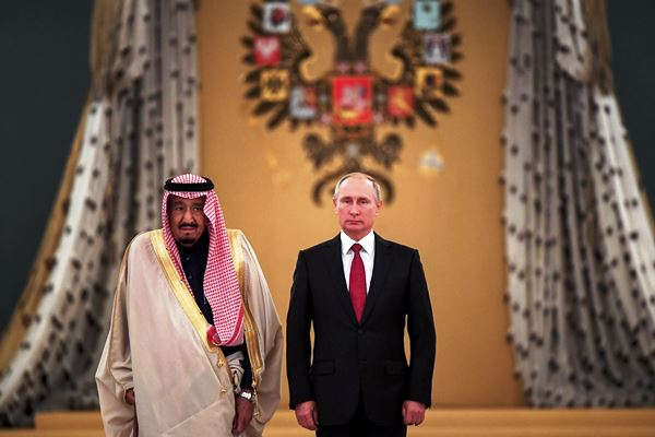 بوتين مستقبلا الملك سلمان في موسكو في أكتوبر الماضي