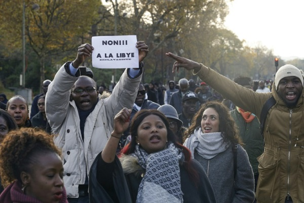 متظاهرون في باريس نددوا ب