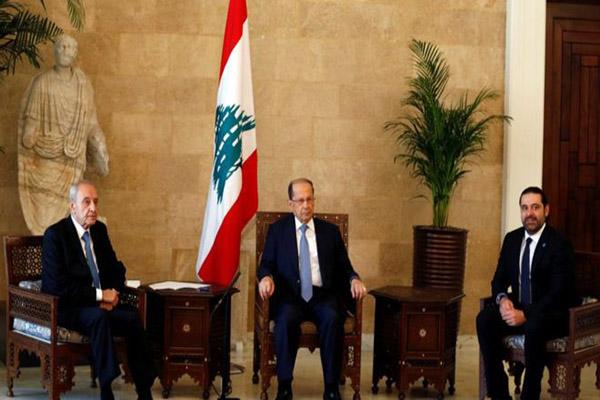 الرئيس ميشال عون مع رئيس مجلس النواب نبيه بري ورئيس مجلس الوزراء سعد الحريري