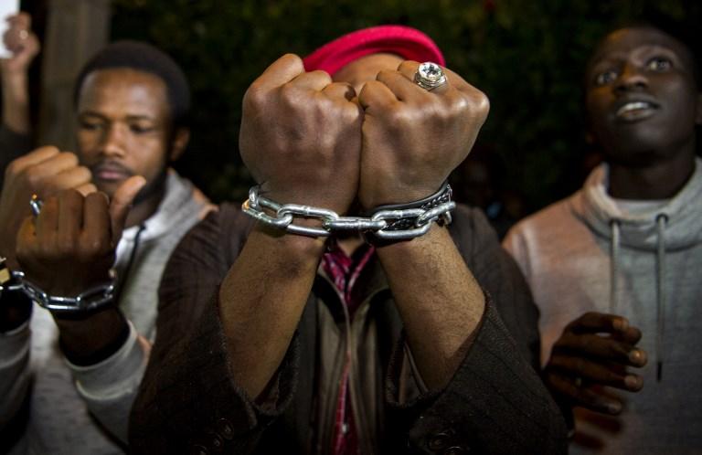 أفارقة يتظاهرون ضد العبودية في ليبيا
