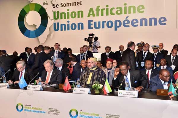 العاهل المغربي لدى حضوره الجلسة الافتتاحية لقمة ابيدجان