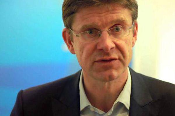 وزير الأعمال غريغ كلارك