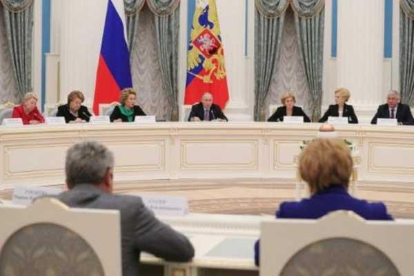 بوتين أثناء اجتماع في موسكو حول السياسة المتعلقة بالأطفال