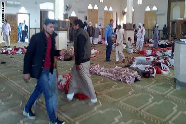 داعش يقتل 235 مصليا في مسجد الروضة