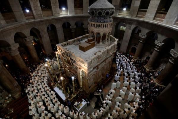 مشهد عام للقبر المقدس في كنيسة القيامة في 13 أبريل 2017