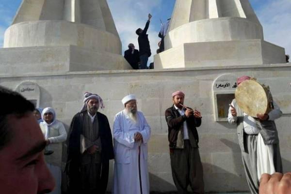 أيزيديون يحتفلون باعادة بناء مزاراتهم بشمال العراق