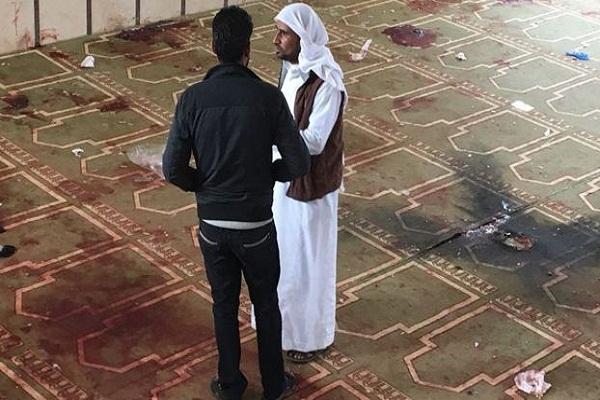 آثار دماء المصلين في مسجد الروضة