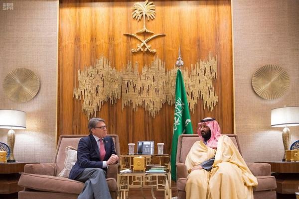 الأمير محمد بن سلمان ولي العهد السعودي خلال اجتماعه بوزير الطاقة الأمريكي ريك بيري