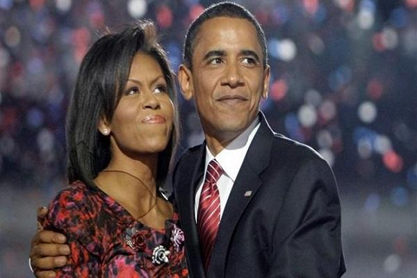 الرئيس الأميركي الأسبق باراك أوباما وزوجته
