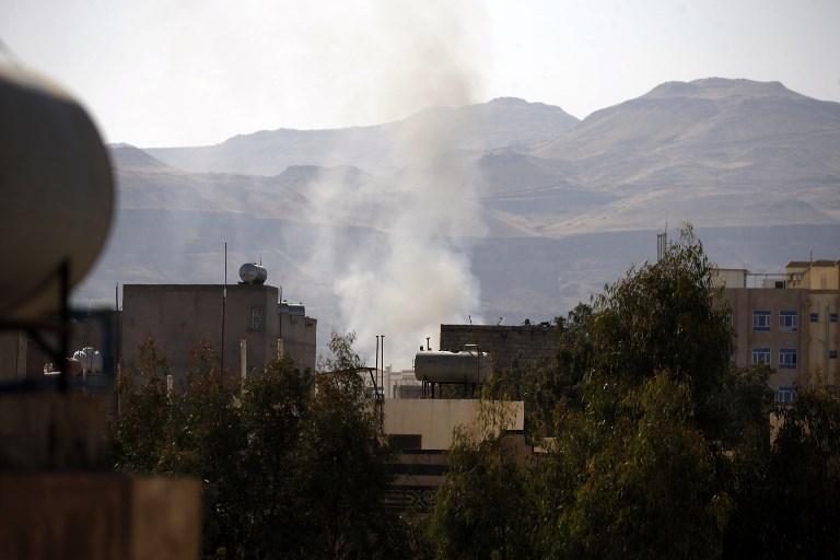 الدخان يتصاعد من أحد أحياء العاصمة صنعاء