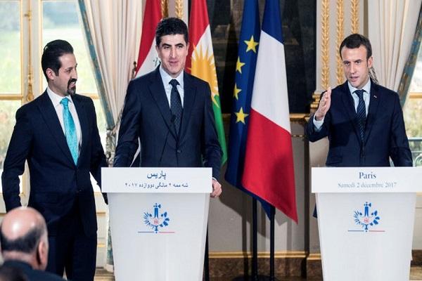 ماكرون خلال مؤتمر صحافي في باريس مع نجيرفان بارزاني ونائبه قوباد طالباني