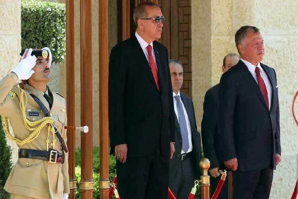 جانب من استقبال اردوغان في عمان في أغسطس الماضي