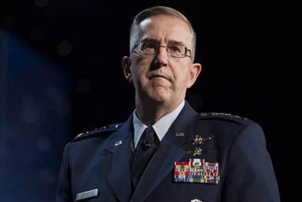 الجنرال جون هايتن رئيس القيادة الاستراتيجية في الجيش الاميركي