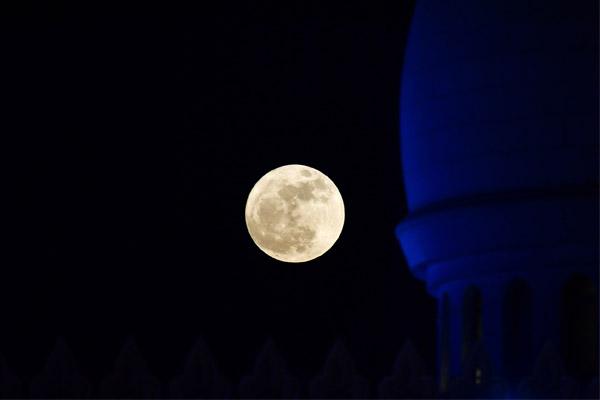 ظهور القمر العملاق
