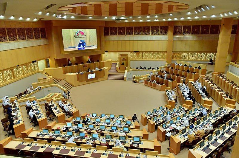 البرلمان الإماراتي يطالب بخطة متكاملة لتوطين الوظائف الحكومية