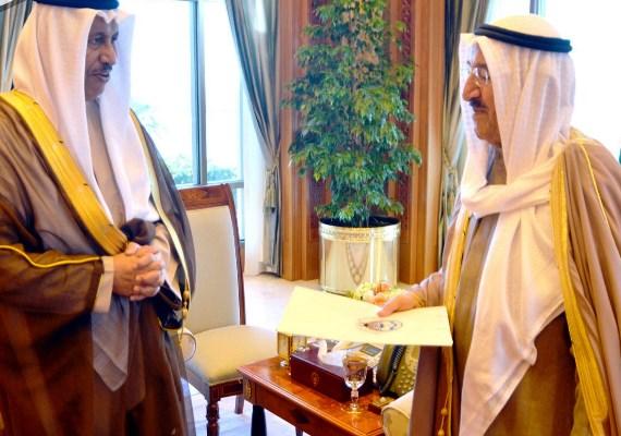 أمير الكويت الشيخ صباح الأحمد الجابر الصباح أصدر مرسومًا قضى بتشكيل الحكومة 35 في تاريخ البلاد