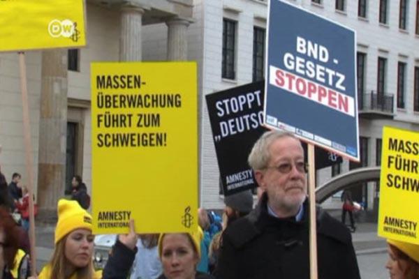 المان يتظاهرون ضد تجسس استخبارات بلدهم