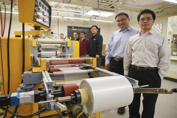 العالمان ينغ ويانغ يشرفان على تصنيع الغلاف