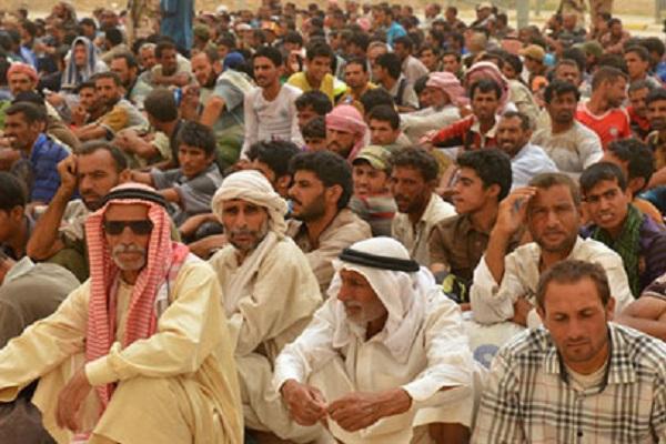 نازحون تحتجزهم القوات العراقية