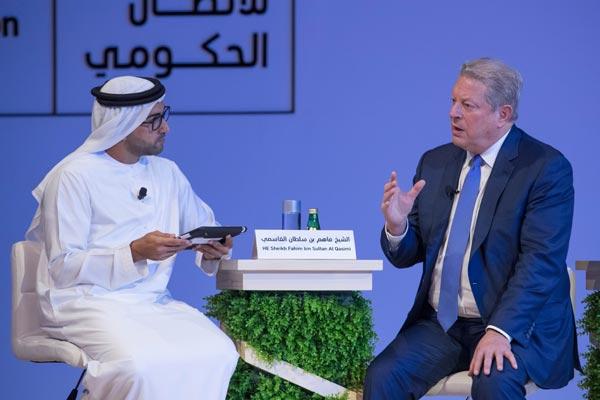 آل غوار في حوار ضمن فعاليات منتدى الاتصال الحكومي في الإمارات