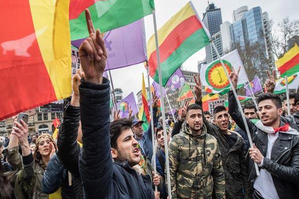 عشرات آلاف الأكراد يتظاهرون في فرانكفورت تحت شعار