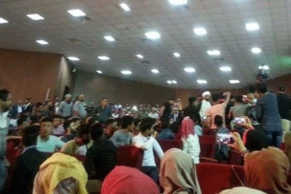 طلبة جامعة القادسية يهتفون بوجه الخزعلي ضد إيران