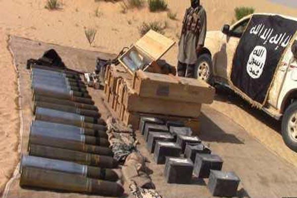 داعش يعرض غنائم استولى عليها من الجيش المصري في الشيخ زويد - أرشيفية