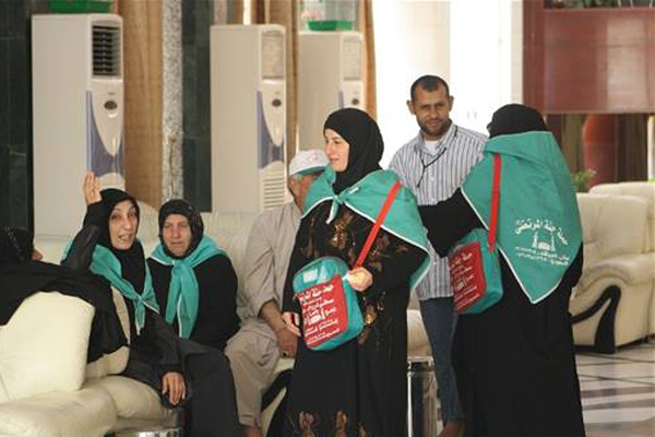 ايرانيون في النجف يدلون بأصواتهم في الانتخابات الرئاسية عام 2013