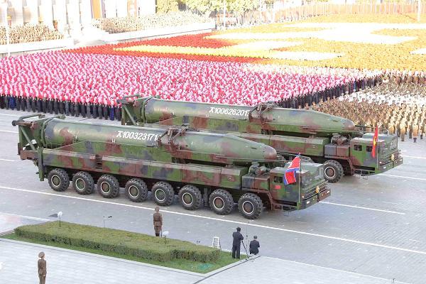 صواريخ لكوريا الشمالية خلال استعراض