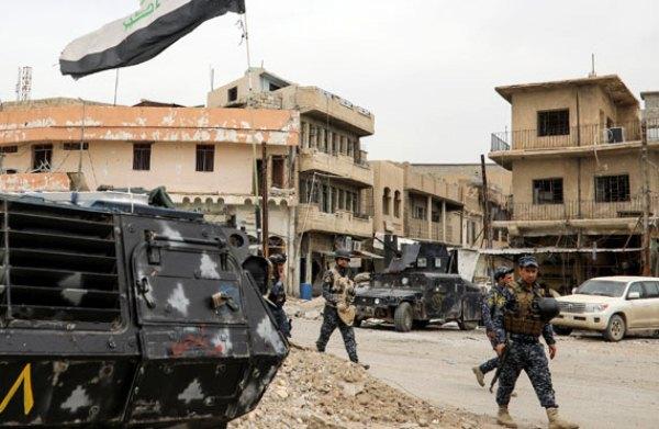 قوات عراقية تستعيد حيا في الموصل وترفع العلم العراقي فوق مبانيه