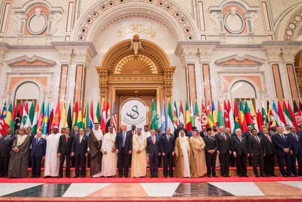 صورة جماعية في افتتاح أعمال القمة العربية الإسلامية الأميركية في الرياض