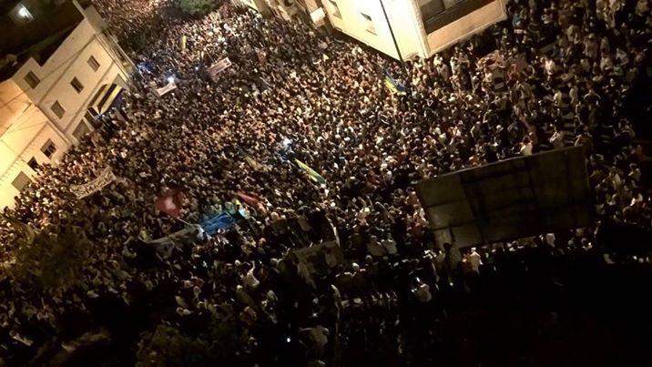 متظاهرون في الحسيمة مساء الثلاثاء