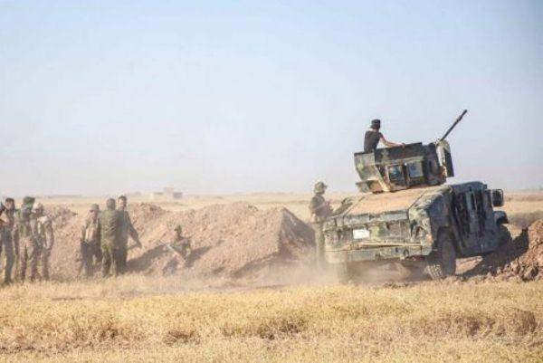 الحشد الشعبي يقيم سواتر ترابية ويحفر خنادق لاغلاق الحدود العراقية السورية