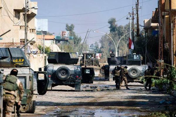 القوات العراقية الخاصة في احد احياء الموصل بعد تحريره من داعش