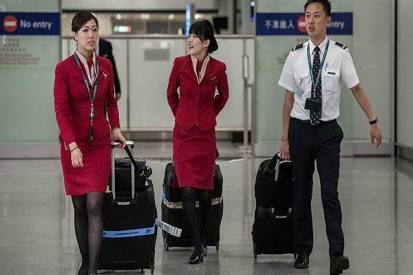 افراد من طاقم طائرة- صورة تعبيرية